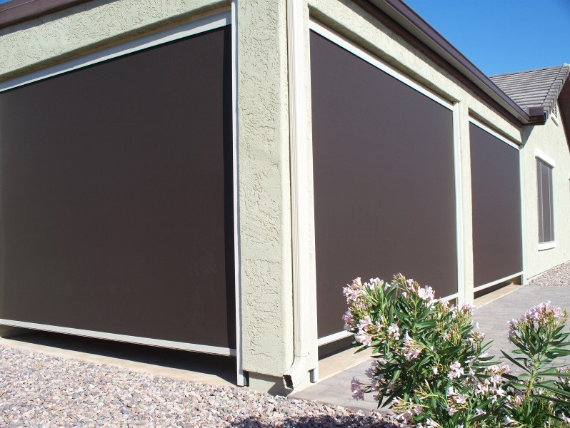 Retractable patio privacy screen for Outdoor roll up privacy screens